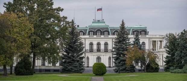 Прага требует упосольства России освободить территорию