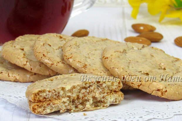 Фото к рецепту: Миндальное печенье без муки