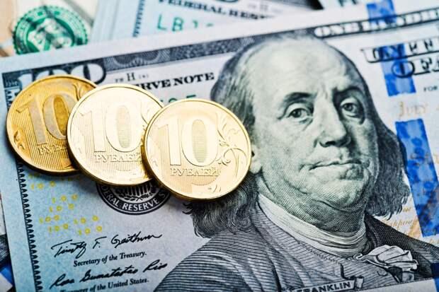 Авторы «Индекс бигмака» признали рубль самой недооцененной валютой