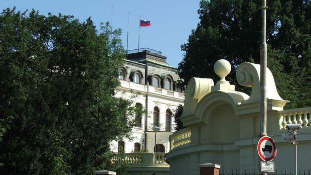 Чехия сократила число сотрудников посольства России в стране