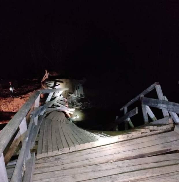 Мост обвалился под колесами Лексуса в Приморье