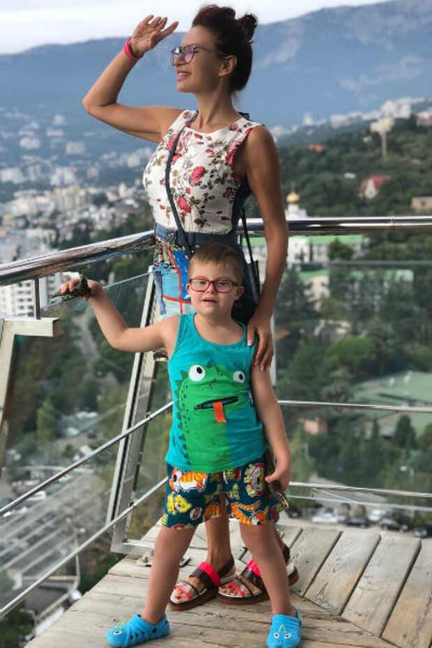 Эвелина Бледанс мечтала подарить младшему сыну сестренку