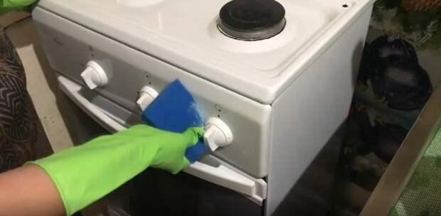 До блеска отмываю все поверхности на кухне и ванне! Благодаря пасте на основе мыла и соды