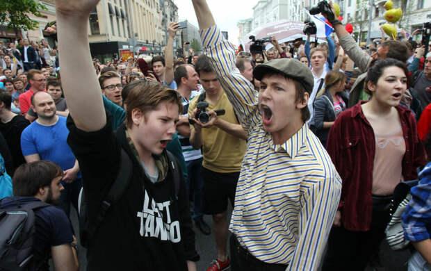 """""""Президент мне должен!!!"""" Взрослые люди на полном серьёзе считают, что Путин им что-то лично должен. А вот они - никому и ничего"""
