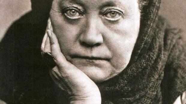 «Тайная доктрина» Елены Блаватской: чему она научила Гитлера