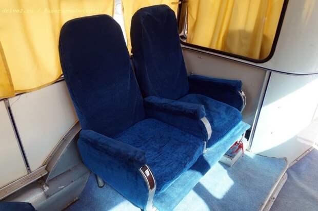 Два кресла за перегородкой водителя ЛАЗ, авто, автобус, автомир, гагарин, космодром, лаз-695б, юрий гагарин