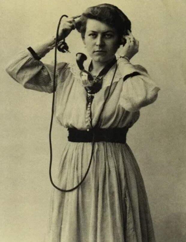 Женщины на первых телефонных коммутаторах