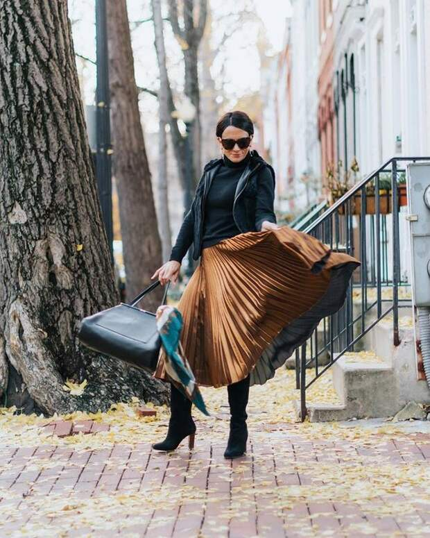 С чем лучше всего носить длинную юбку женщине 45+. Стильные и современные образы