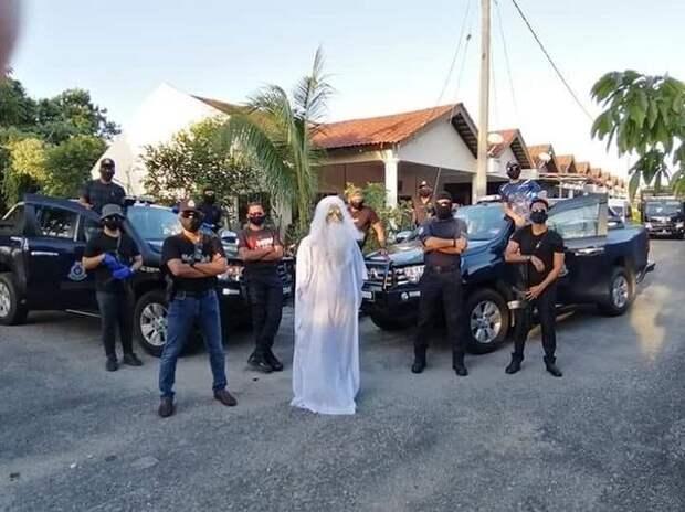 Призраки пандемии: «привидения» пугают жителей Индонезии и Малайзии во время карантина