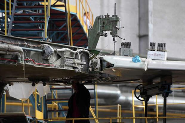 С подачи Объединенной авиастроительной корпорации одной из главный новостей страны накануне стало сообщение о начале разработки Перспективного авиационного комплекса дальней авиации (ПАК ДА)