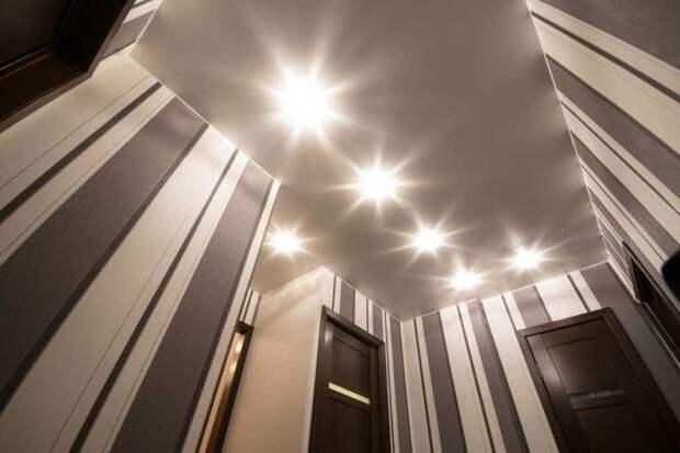Как правильно мыть натяжной потолок: советы хозяйкам