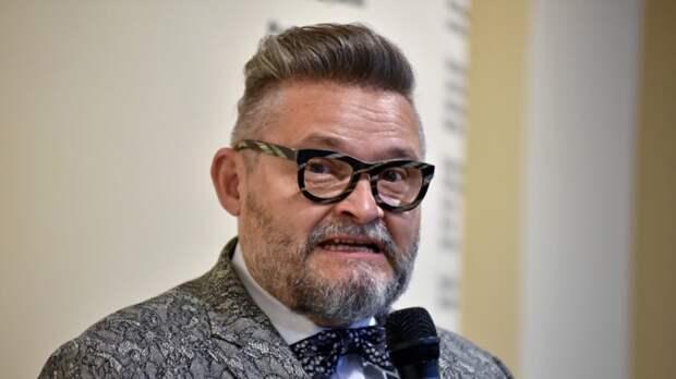 Александр Васильева рассказал, как «постройнеть» при помощь рисунка на одежде