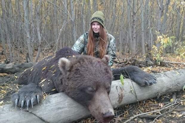 Медведя остановит, вгорящую избу войдет: охотница изРоссии возмутила пользователей соцсетей