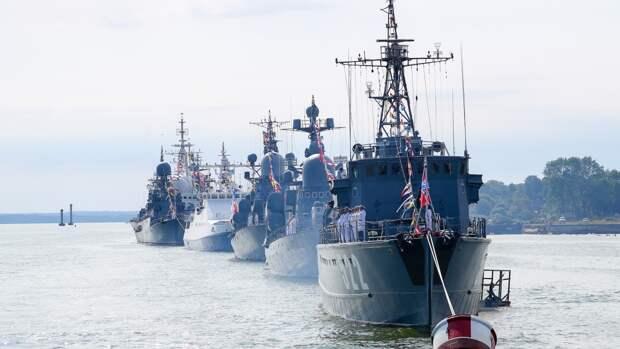 Морской парад ко Дню ВМФ прошел во Владивостоке