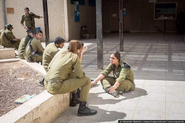 Израильская армия изнутри: день на военной базе в пустыне