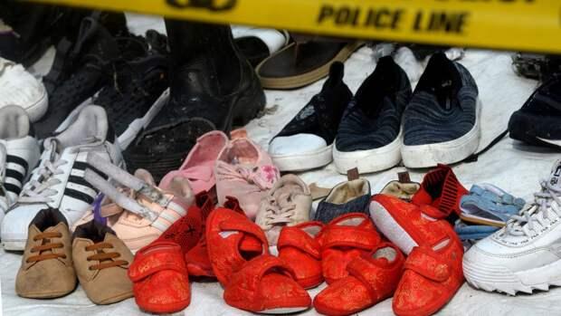 Обувь жертв авиакатастрофы рейсаJT 610 авиакомпании Lion Air