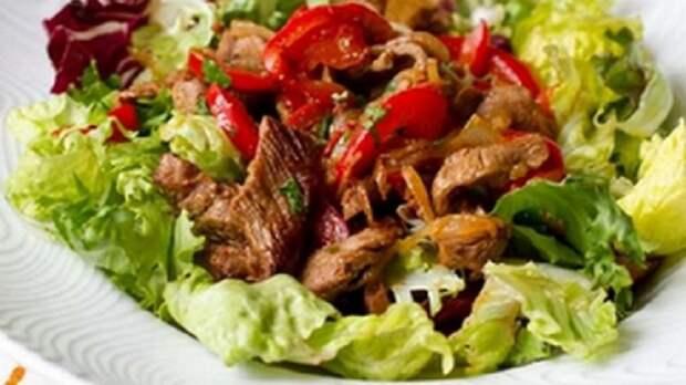 Сытный мясной салат за 20 минут: покорит любого гурмана
