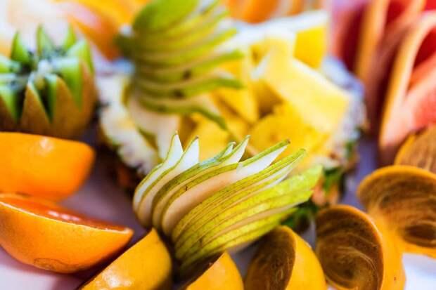 Какие фрукты лучше не есть вечером