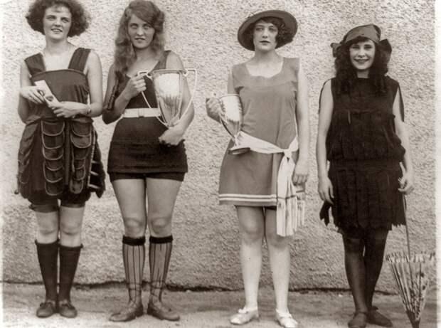 Пляжная мода начала 20 века.