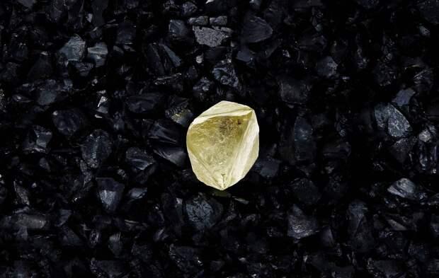 """""""Алроса"""" назвала алмаз весом более 100 карат в честь вакцины """"Спутник V"""""""
