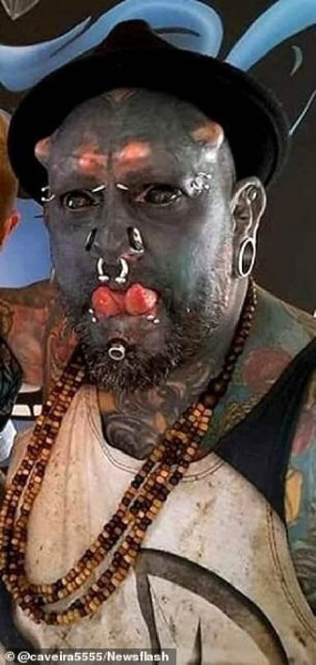 """Бразильский татуировщик превращает себя в """"ОРКА"""", удаляя нос, уродуя уши и татуируя кожу"""