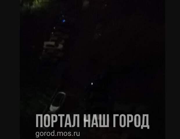 Двор на улице Кулакова погрузился во мрак