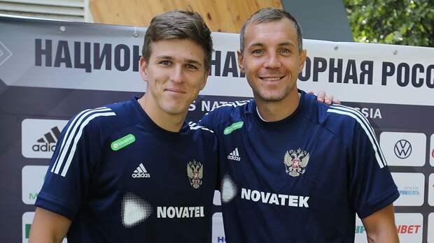 Дзюба и Соболев сделали совместное фото в расположении сборной России