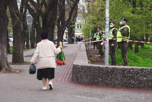 Одесса 2 мая: на Куликовом много цветов и много полиции