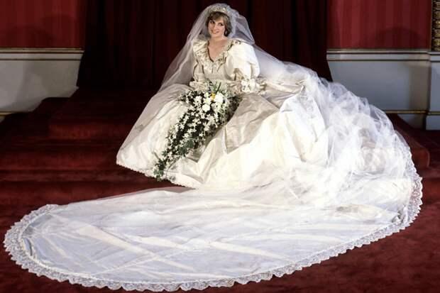 Свадебное платье принцессы Дианы представят на выставке