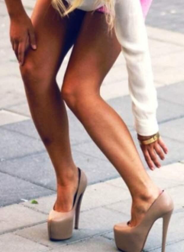 Носить высокие каблуки и не ощущать дискомфорт? Легко!  Эта маленькая хитрость потрясающа!