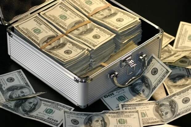 Мировые банки предсказали падение доллара к 2021 году