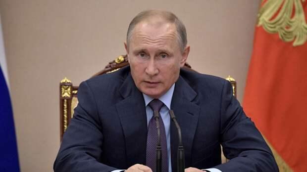 Президент РФ поручил начать массовую вакцинацию россиян от COVID-19