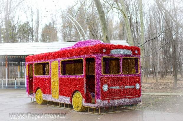 Стало известно, куда переехал симферопольский светящийся троллейбус
