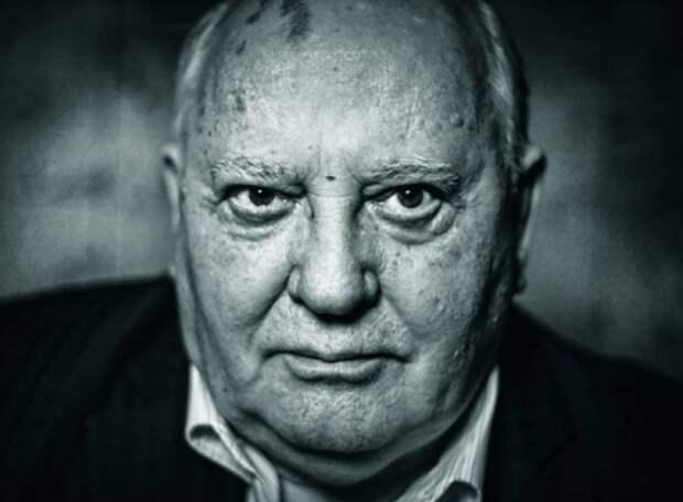 Гельмут Коль: Горбачев продал ГДР по цене бутерброда