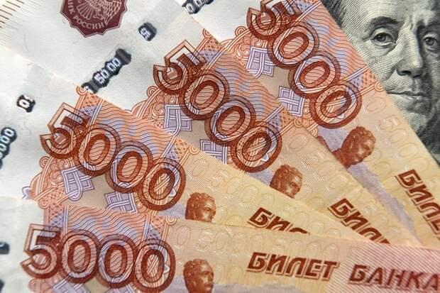 Предпочтения сменились: с рублевых вкладов Сбербанка россияне забрали рекордную за 6 лет сумму