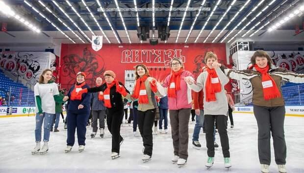 Более 100 пенсионеров посетили тренировку по катанию на коньках в Подольске