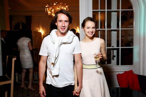 «Объявил о помолвке с известной актрисой»: Секреты личной жизни Егора Корешкова