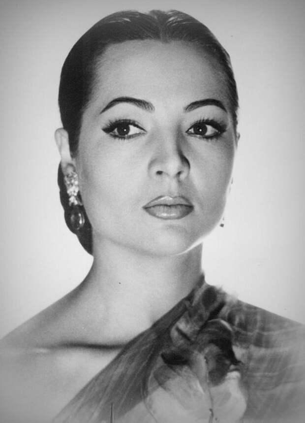 Любвеобильная красавица испанская актриса Сара Монтьель