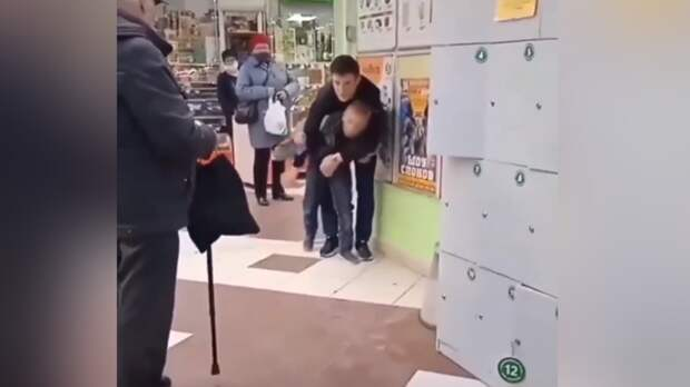 Сотрудник магазина в Ростове напал на ребенка и скрутил ему руки