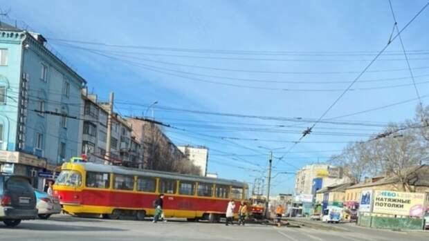 Очередной сход трамвая с рельсов произошел в Барнауле