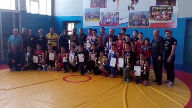 Воспитанники красногвардейской школы борьбы победили во всероссийском турнире юных борцов-классиков 2