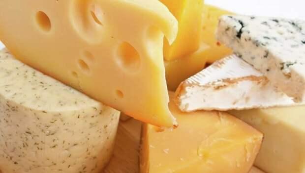 Жителей Подмосковья предупредили о фальсифицированных сырах