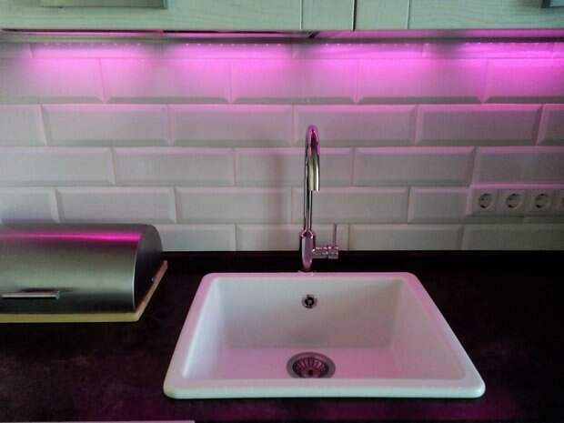 цветная подсветка на кухне