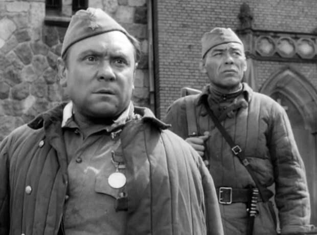 Впервые посмотрел этот советский фильм про Великую Отечественную войну. Он произвёл на меня сильнейшее впечатление...