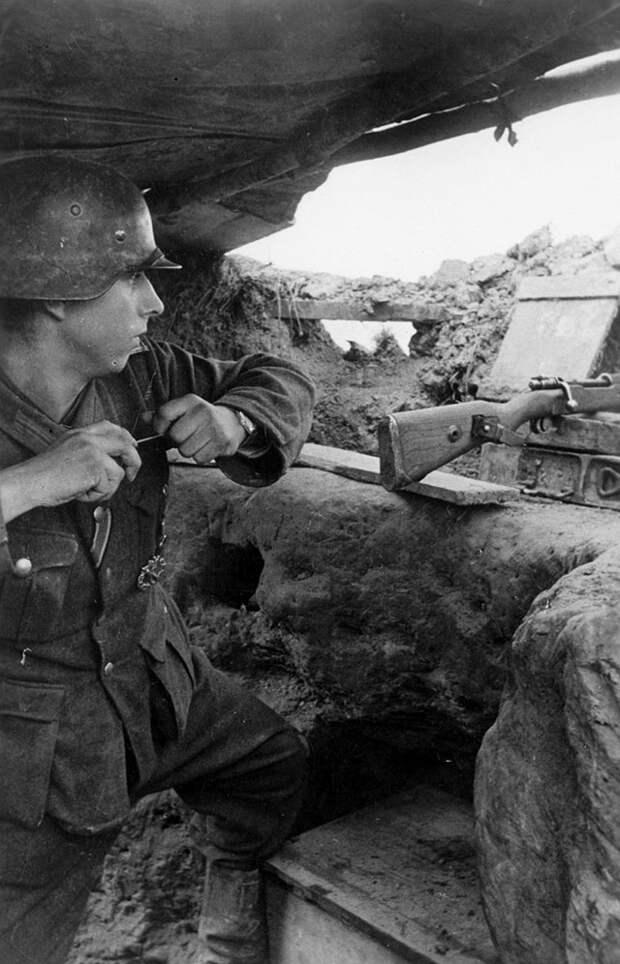 Немецкий пехотинец. Ржев, 1942 г.