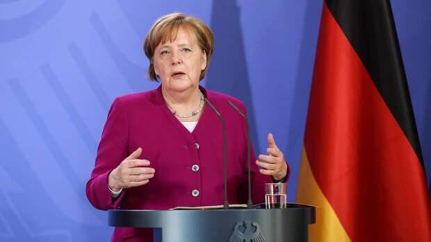 Виноват велосипед: Меркель объяснила причину ненависти к русским