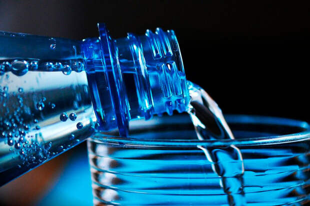 В России поднимутся цены на бутилированную воду и безалкогольные напитки