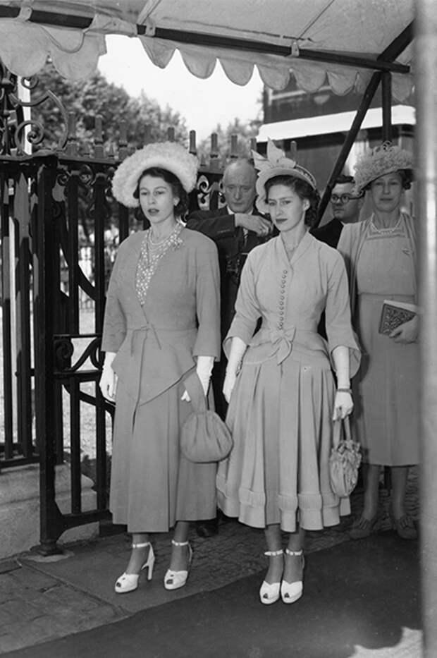 Королева Елизавета II и принцесса Маргарет