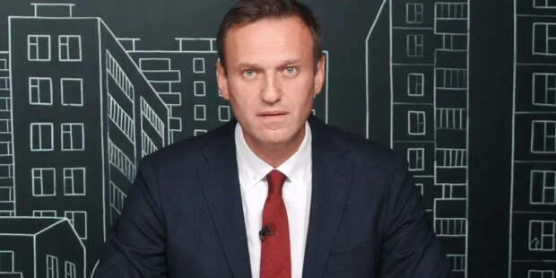 Суд оставил Навального без одежды и уголовного дела