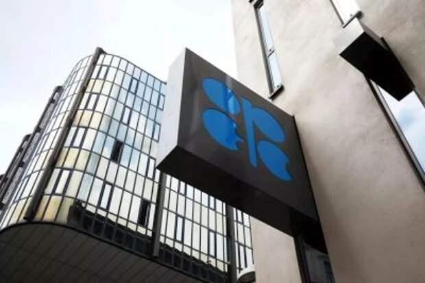 Комитет ОПЕК+ в среду обсудит выполнение сделки о добыче и ситуацию на рынке нефти
